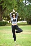 esercizi di forma fisica della donna Fotografia Stock Libera da Diritti