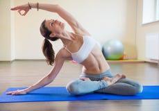 Esercizi di yoga Fotografia Stock