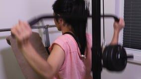 Esercizi facenti femminili per la parte posteriore