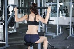 Esercizi per rinforzare i muscoli della parte posteriore Fotografia Stock Libera da Diritti