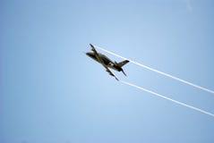 Esercizio acrobatico piano militare immagine stock