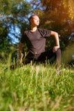 Esercizio della donna all'aperto nel parco Immagine Stock Libera da Diritti