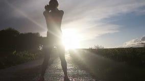 Esercizio della donna di forma fisica stock footage