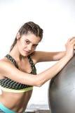 Esercizio della palla di yoga Fotografie Stock Libere da Diritti