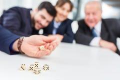 Esercizio di allenamento del gruppo del gioco dei dadi Immagine Stock Libera da Diritti