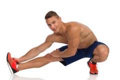 Esercizio di allungamento del tendine del ginocchio Fotografia Stock