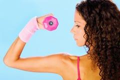 Esercizio di forma fisica con peso, vista laterale Immagini Stock Libere da Diritti