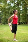 Esercizio di riscaldamento - donna di sport Immagini Stock Libere da Diritti