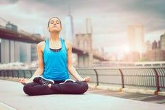 Esercizio di yoga Fotografia Stock