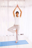 Esercizio indiano di yoga della donna Immagine Stock Libera da Diritti