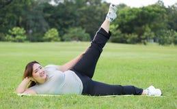 Esercizio obeso delle donne Immagini Stock