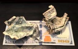 Esfera amarrotada do dólar dos EUA, conceito do negócio Dólar Bill enrugado foto de stock