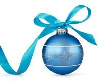 Esfera azul do Natal fotografia de stock royalty free