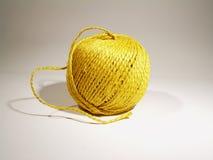 Esfera da corda amarela imagem de stock
