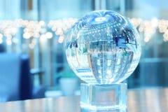 Esfera de cristal en ayuda Foto de archivo libre de regalías