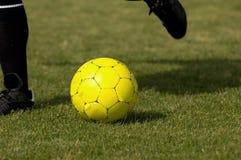 Esfera de futebol - amarelo do futebol Fotografia de Stock Royalty Free