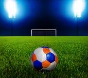 Esfera de futebol e o objetivo fotografia de stock royalty free