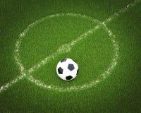 Esfera de futebol em um campo de futebol Imagens de Stock Royalty Free