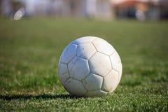 Esfera de futebol na grama Imagem de Stock Royalty Free