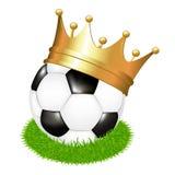 Esfera de futebol na grama com coroa Fotos de Stock