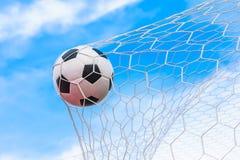 Esfera de futebol na rede do objetivo Foto de Stock Royalty Free