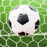 Esfera de futebol na rede do objetivo Imagem de Stock