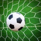 Esfera de futebol na rede do objetivo Fotos de Stock Royalty Free