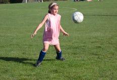 Esfera de futebol no ar Fotografia de Stock Royalty Free