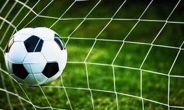 Esfera de futebol no objetivo Imagens de Stock