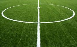 Esfera de futebol no retrocesso do começo do jogo Foto de Stock Royalty Free