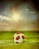 Esfera de futebol sobre o fundo do vintage Imagens de Stock Royalty Free
