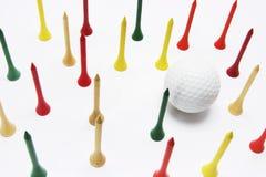 Esfera de golfe e T de golfe Fotos de Stock