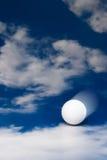 Esfera de golfe movente foto de stock