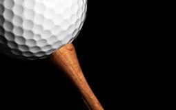 Esfera de golfe no T Foto de Stock Royalty Free