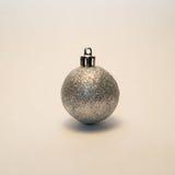 Esfera de la Navidad blanca Imagen de archivo