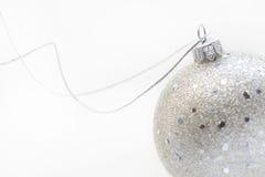 Esfera de prata do Natal Foto de Stock Royalty Free
