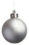 Esfera de prata do Natal com flocos de neve Fotos de Stock Royalty Free