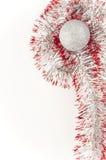 Esfera de prata dos christamas com fita vermelha Imagem de Stock Royalty Free