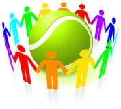 Esfera de tênis com os povos unidos Fotografia de Stock Royalty Free