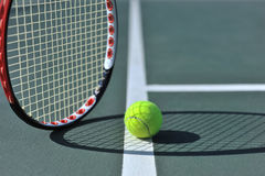 Esfera de tênis na linha foto de stock royalty free