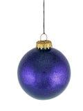 Esfera de vidro do Natal azul no fundo branco Fotografia de Stock Royalty Free
