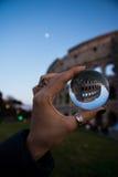 Esfera de vidro Roman Coloseeum Perspective Rome Italy imagens de stock