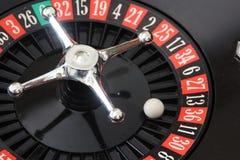 Esfera del casino de la ruleta en rojo Imagen de archivo libre de regalías