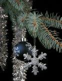 Esfera del copo de nieve y del Año Nuevo Imagen de archivo libre de regalías