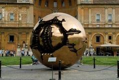 Esfera dentro de uma esfera, museu do Vaticano Imagem de Stock