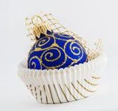 Esfera do azul do Natal Imagens de Stock Royalty Free