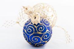 Esfera do azul do Natal Fotos de Stock