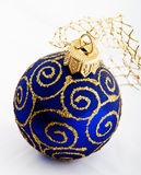 Esfera do azul do Natal Foto de Stock Royalty Free