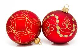 Esfera do Natal de dois vermelhos em um branco Fotos de Stock