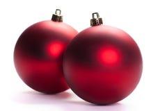 Esfera do Natal de dois vermelhos, isolada Fotos de Stock